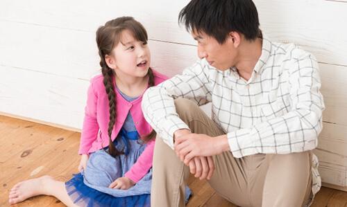習い事について相談中の親子