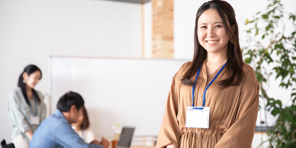 家庭教師センターを運営する女性